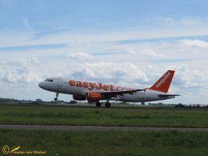 Airbus A320-214 – G-EZUR EasyJet