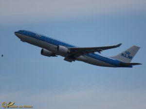 Airbus A330-203 – PH-AOC KLM