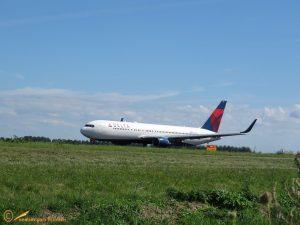 Boeing 767-332 - N195DN Delta Air Lines
